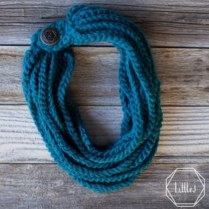New in box LittleJ peacock knit scarf